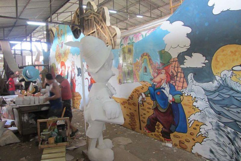 Atelier de fabrication des parrendas à Remedios - Cuba | Au Tigre Vanillé