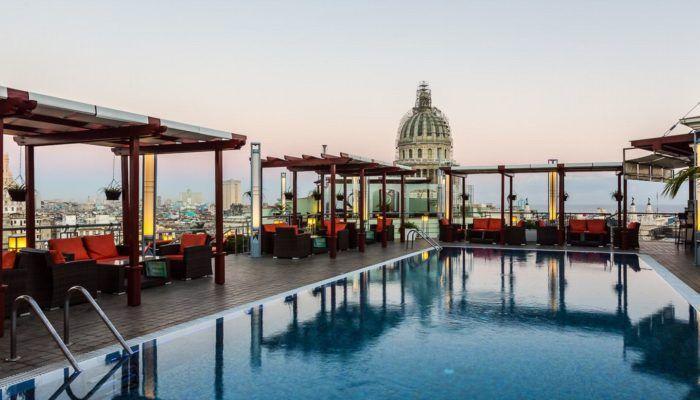 Piscine au Saratoga Hotel à La Havane - Cuba | Au Tigre Vanillé