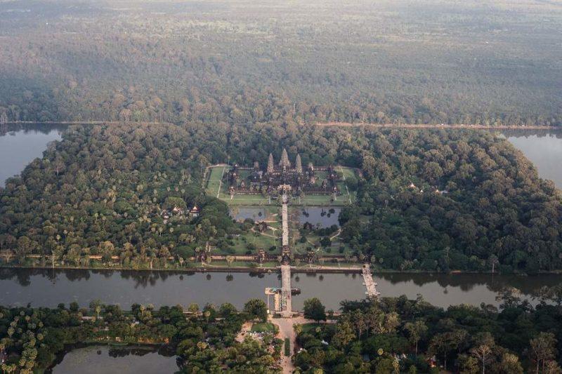 Vue depuis un hélicoptère sur Angkor Vat - Cambodge | Au Tigre Vanillé