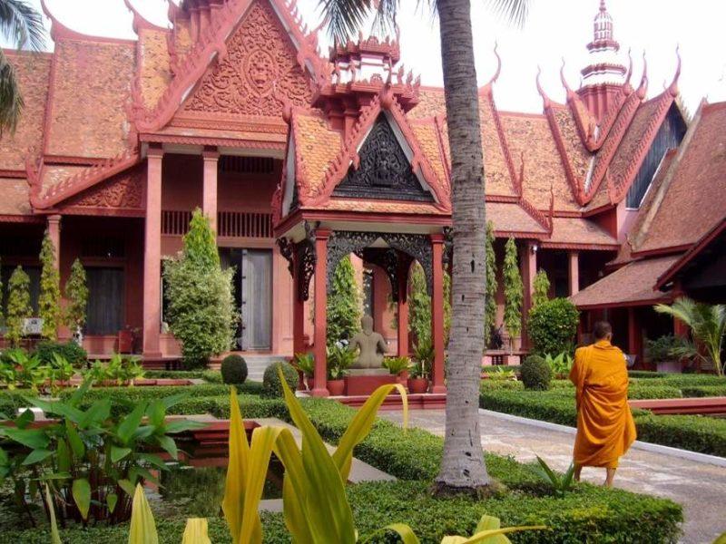 Se faire des amis à Phnom Penh, Généralités au Cambodge