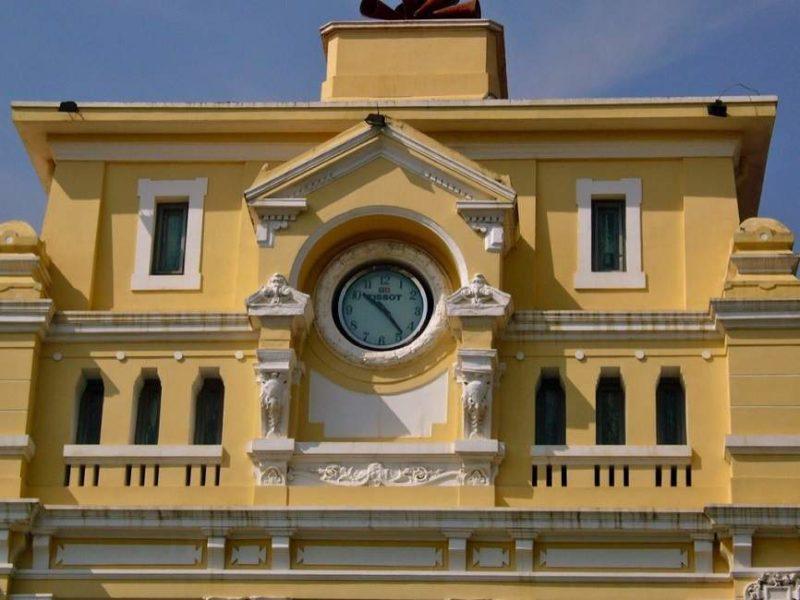 Batiment d'architecture coloniale de la poste à Phnom Penh - Cambodge | Au Tigre Vanillé