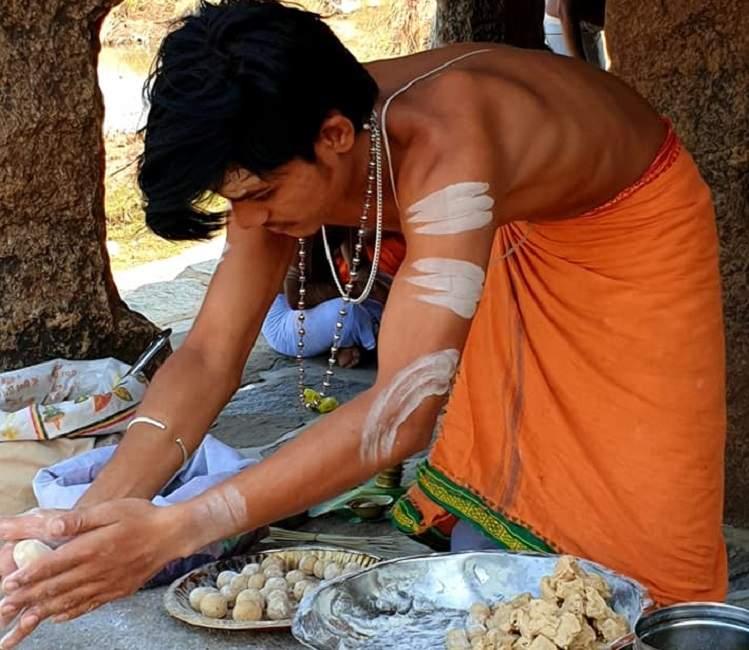 Hampi ceremonie dans le Gange en Inde du Sud | Au Tigre Vanillé