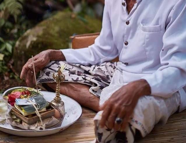Participer à une cérémonie de Melukat - Indonésie   Au Tigre Vanillé