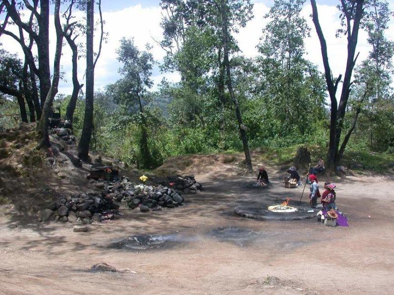 Assister à une cérémonie maya à Iximche - Guatemala | Au Tigre Vanillé
