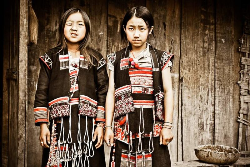 Deux femmes de minorité Ikhos ou Akkha à Muang La - Laos   Au Tigre Vanillé