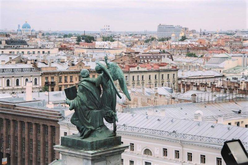 Vue aérienne sur les toits de St-Pétersbourg - Russie | Au Tigre Vanillé