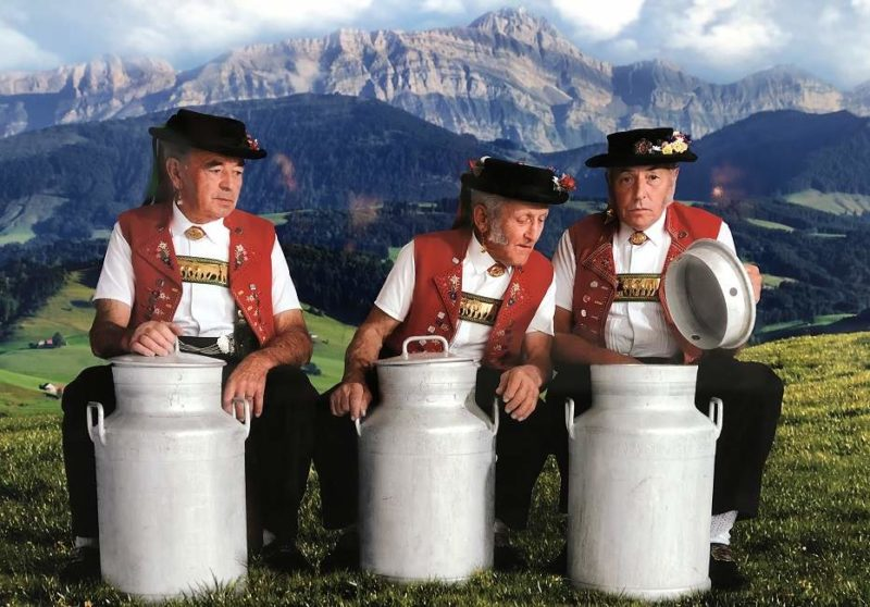 Hommes en habits traditionnels à Appenzell - Suisse | Au Tigre Vanillé