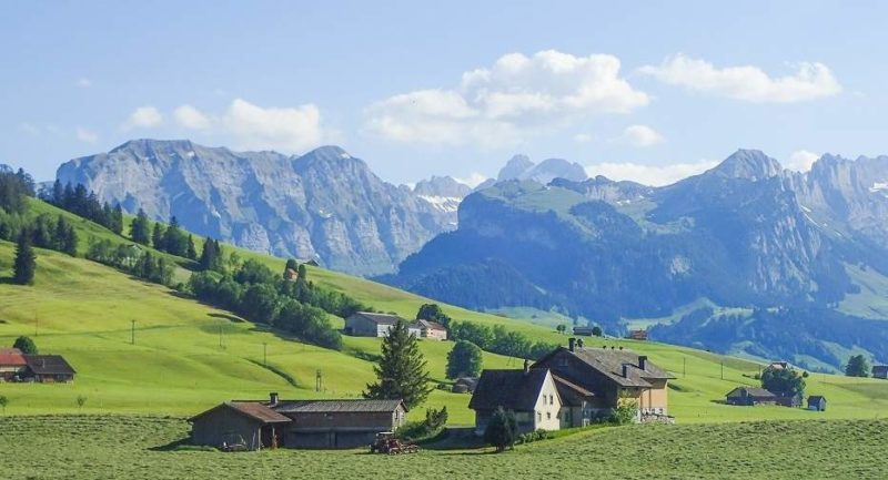 Village dans la campagne de Appenzell - Suisse | Au Tigre Vanillé