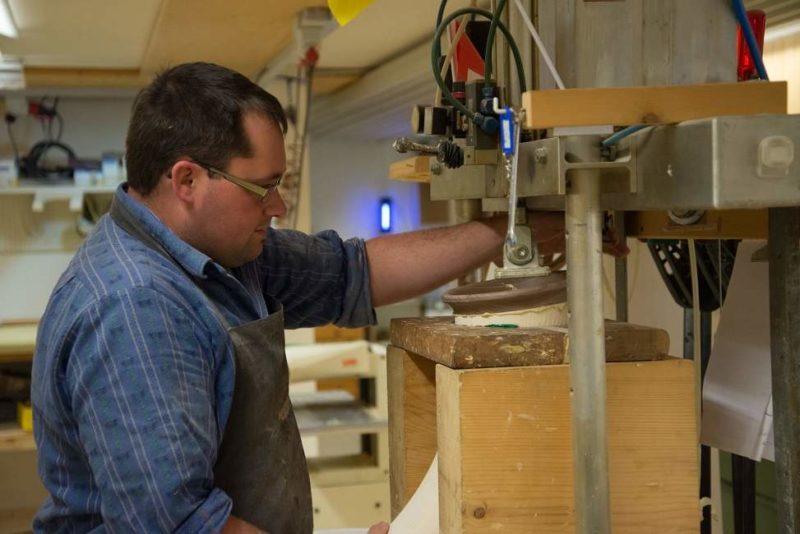 Découvrir l'artisanat local chez un fabricant de cor des Alpes - Suisse | Au Tigre Vanillé