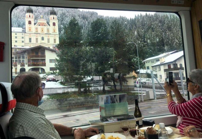 Dejeuner dans le train panoramique du Glacier Express - Suisse | Au Tigre Vanillé