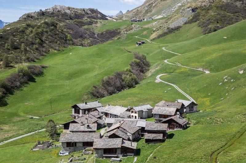 Village traditionnel de Heidi en Engadine - Suisse | Au Tigre Vanillé