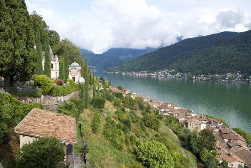 Paysage de lac et de village au Tessin - Suisse | Au Tigre Vanillé